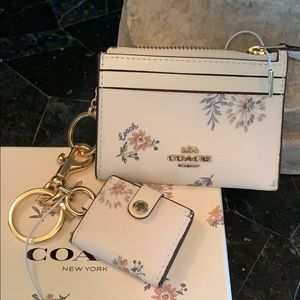 Gorgeous  Coach Wristlet and Pouch gift set